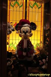 Mickeys Christmas Window