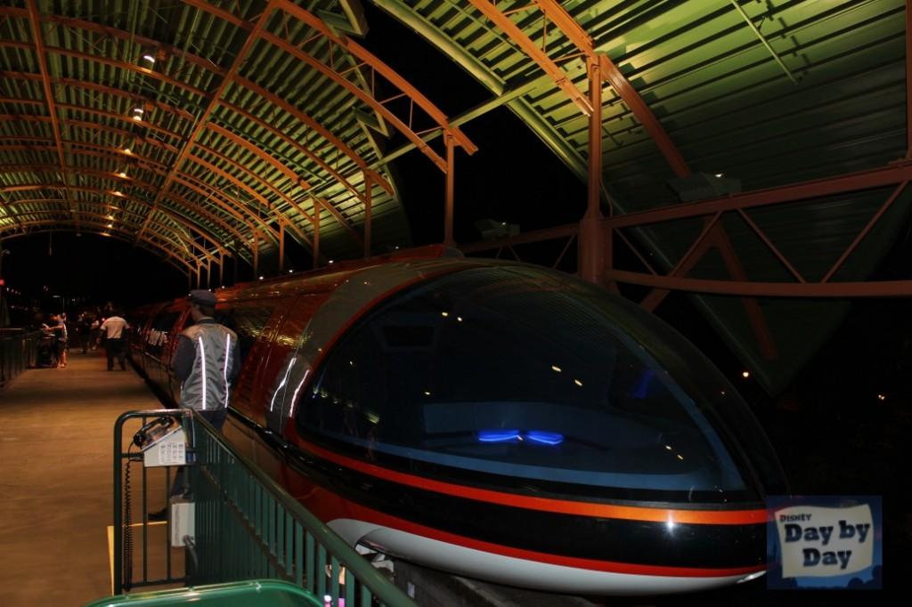 Disneyland Monorail - DisneyDayByDay